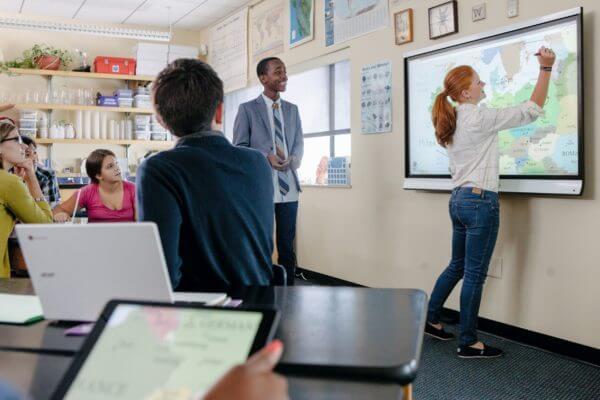 Digitalpakete Schule SMART Board 600x400 1